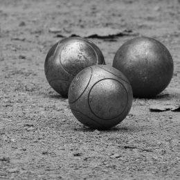 Comment choisir ses boules de pétanque ?