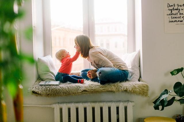 Tâches ménagères et babysitting en même temps : comment gérer son planning ?